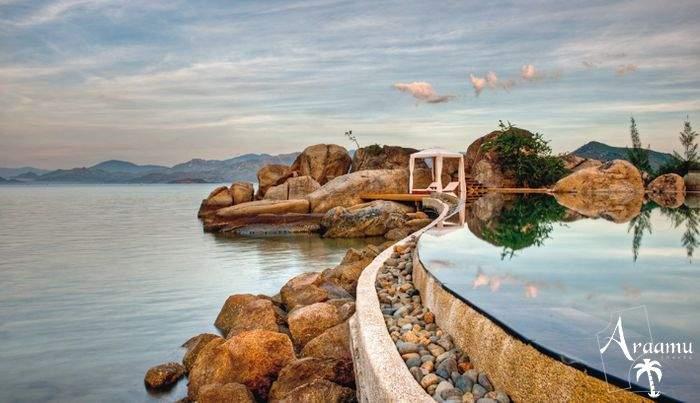 An Lam Ninh Van Bay by Epikurean